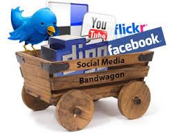 carrito de madera con aplicaciones gratuitas de internet