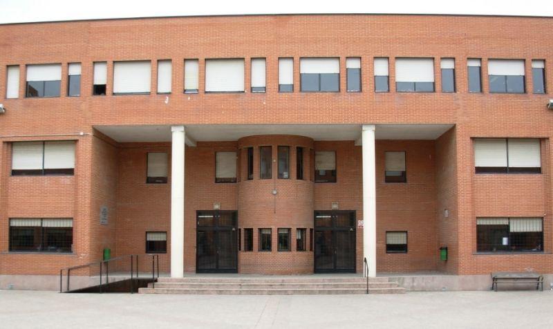 Puerta principal del Instituto